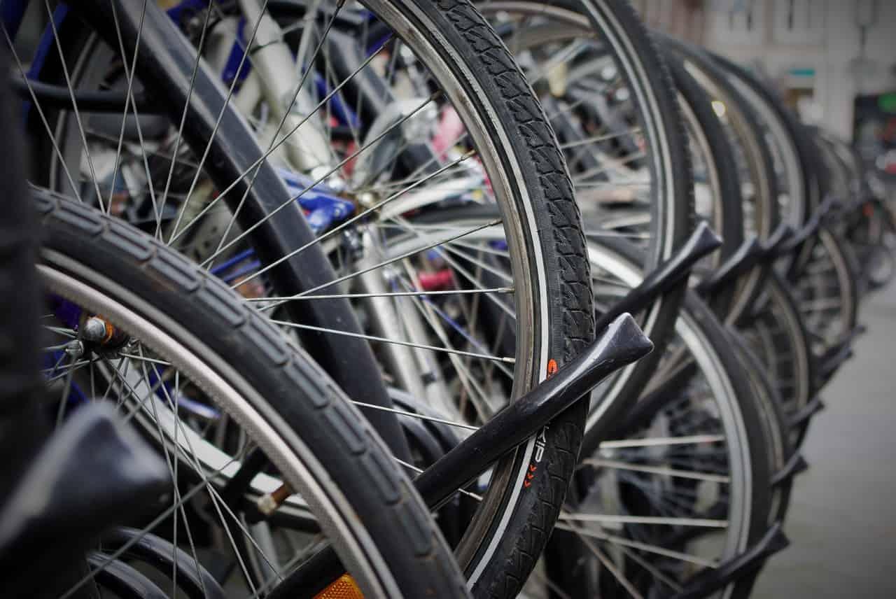 Thin Tires (Road Bikes) vs. Thick Tires (Mountain Bikes)