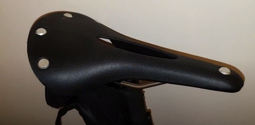 Cut-outs on the saddle that acts as pressure-channels