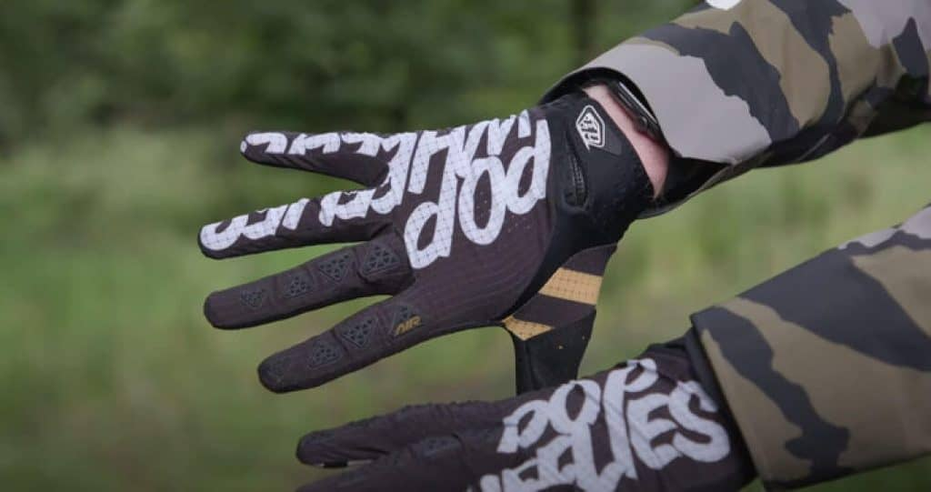 Do-I-need-gloves-for-mountain-biking-1