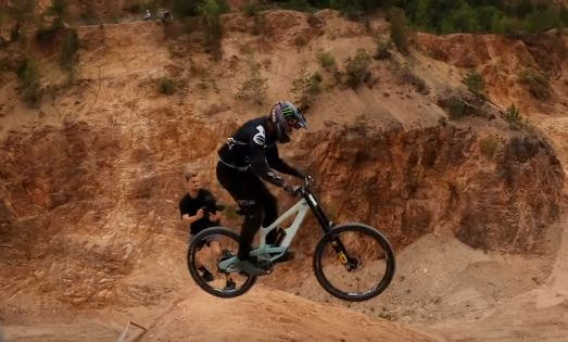 Enjoy mountain biking with all the right gear