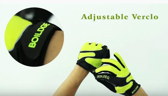 Velcro straps on MTB gloves