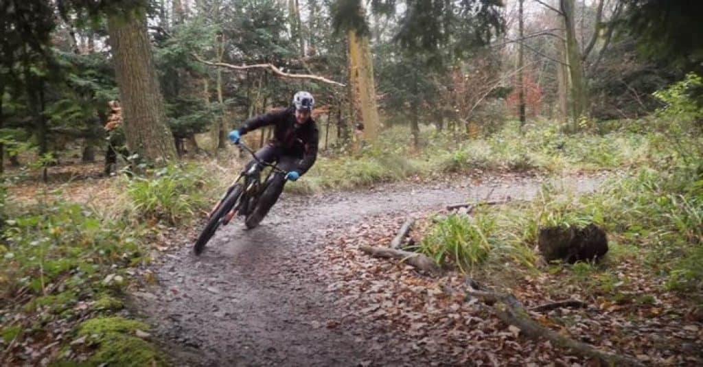 What to-wear-mountain-biking-in-the-cold-1