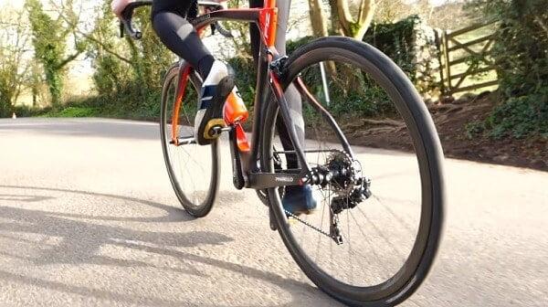 Lightweight shallow section wheels