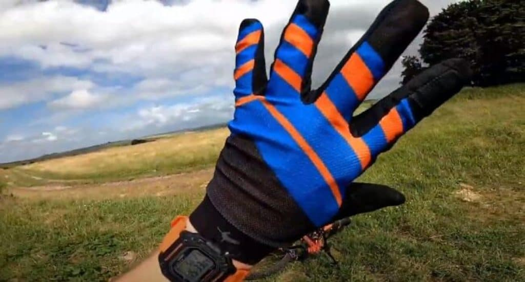 Summer-cycling-gloves-buying-guide-1