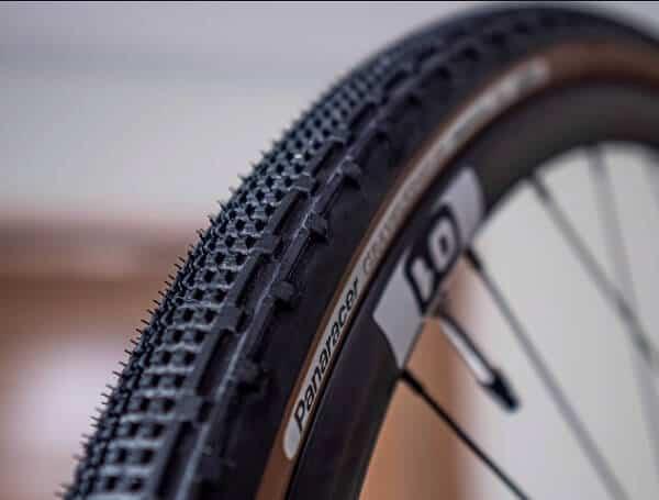 Gravel tire tread pattern